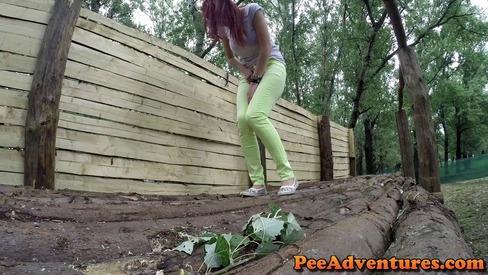 Outside pee she